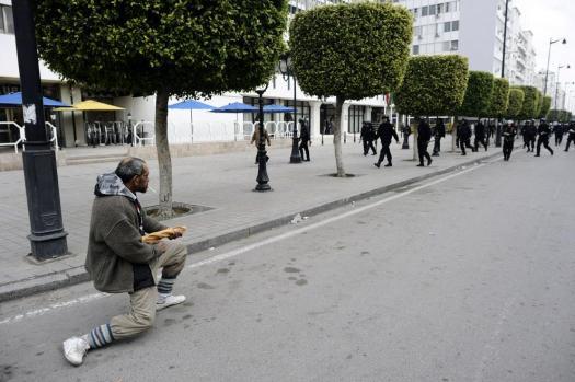 tunisia-protester-breadstick